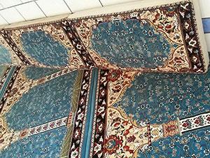 پشتی مسجدی هم طرح با فرش سجادهای